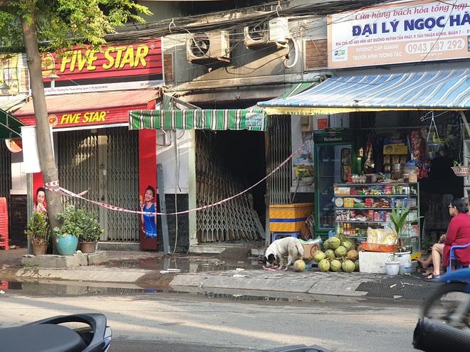 Vụ cháy khiến 2 phụ nữ cùng 1 cháu bé tử vong ở Sài Gòn: Căn nhà bị khoá trong bằng 3-4 ổ khoá - Ảnh 1.