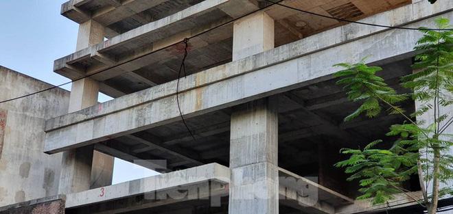 Tòa nhà chọc trời bỏ hoang giữa trung tâm thành phố Hải Phòng - Ảnh 2.