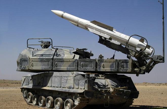 Hình ảnh sát thủ phòng không tầm trung Buk-M2E của Syria bị tấn công phá hủy - Ảnh 10.