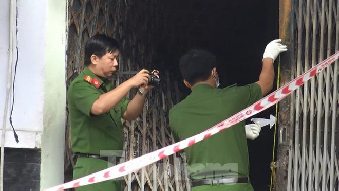 Ám ảnh hiện trường vụ cháy nhà trong đêm, 3 người chết ở Sài Gòn - Ảnh 10.