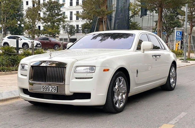 Rolls-Royce Ghost biển siêu đẹp, chạy 10 năm rao bán 9,999 tỷ đồng ở Hà Nội - Ảnh 1.