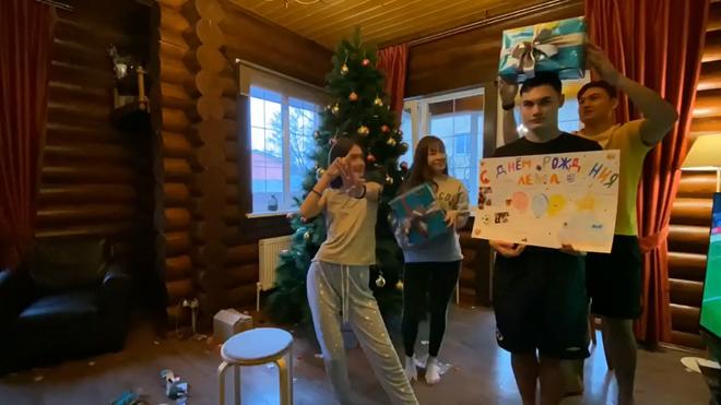 Yến Xuân qua Nga ra mắt, cùng gia đình Lâm Tây trang trí Noel: Ra dáng người một nhà! - ảnh 9