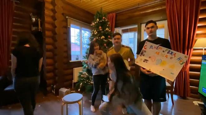 Yến Xuân qua Nga ra mắt, cùng gia đình Lâm Tây trang trí Noel: Ra dáng người một nhà! - ảnh 10