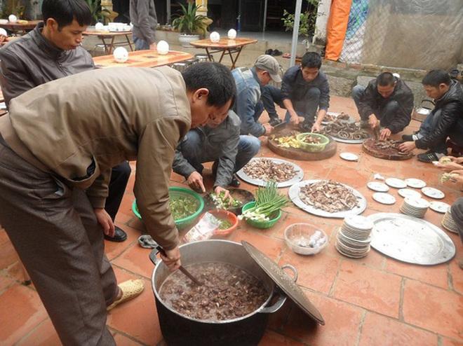 Chuyện ở làng ăn thịt chó ngày Tết lấy may  - Ảnh 1.
