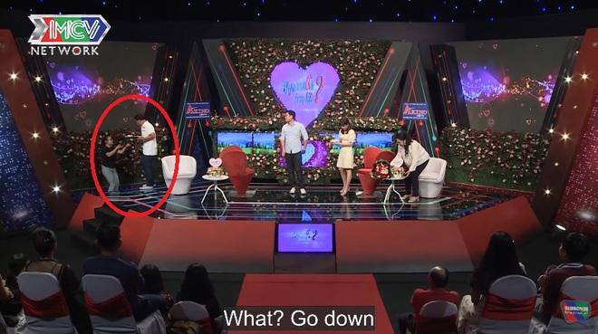 Bạn muốn hẹn hò: Món quà chàng trai mang theo khiến MC Quyền Linh liền cầm xuống sân khấu - ảnh 2
