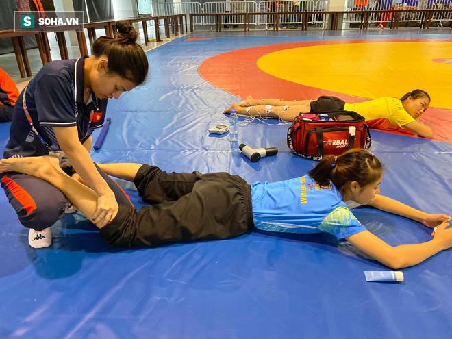 Nữ bác sĩ xinh đẹp của đoàn thể thao Việt Nam dự SEA Games 30: 1 ngày làm việc có khi kéo dài 17 tiếng - ảnh 4
