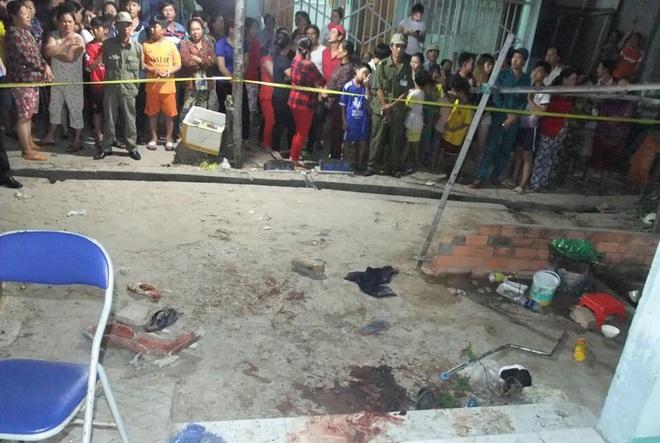 Vợ rửa cá tạt nước trúng tường nhà hàng xóm, chồng bị truy sát tới chết: Bắt 4 đối tượng - Ảnh 2.