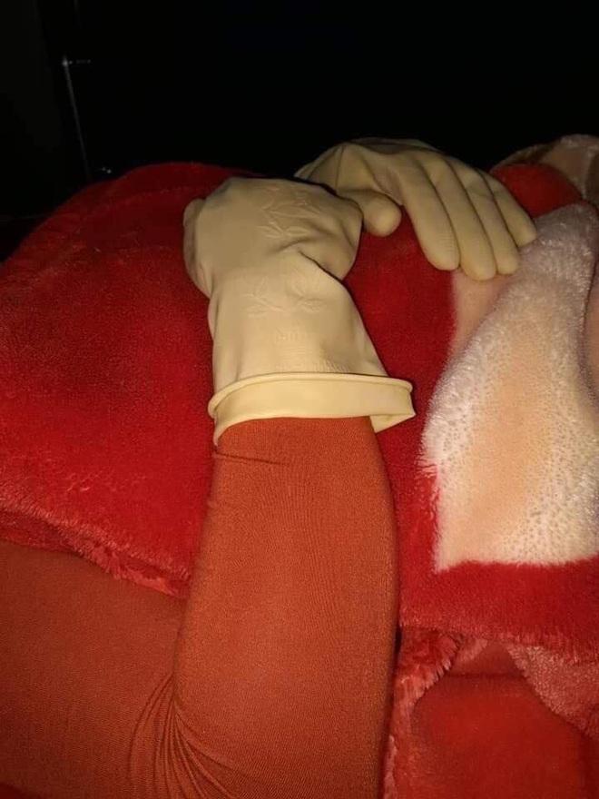 Người phụ nữ khổ vì tĩnh điện: Chạm con, con giật, động chồng, chồng né, nhất là hành động kì quặc khi đi ngủ - Ảnh 2.