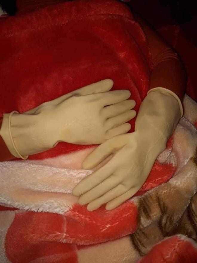 Người phụ nữ khổ vì tĩnh điện: Chạm con, con giật, động chồng, chồng né, nhất là hành động kì quặc khi đi ngủ - Ảnh 1.