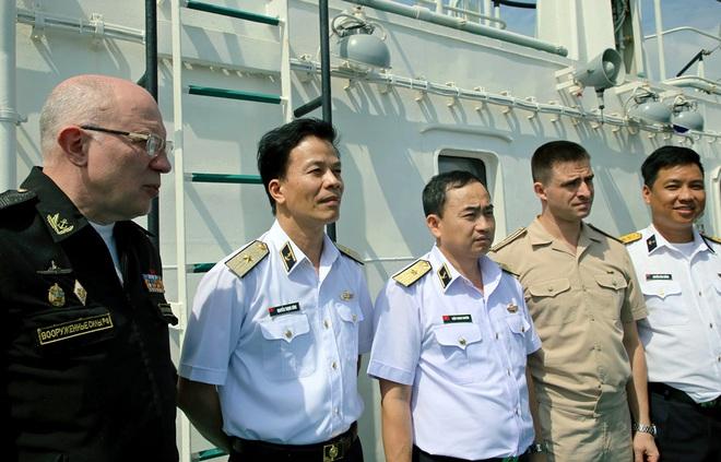 Hải quân Việt Nam- Hải quân Liên bang Nga: Luyện tập cứu hộ, cứu nạn tàu ngầm - Ảnh 1.