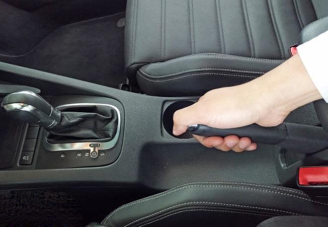 Kỹ năng đỗ xe an toàn trên đường dốc - Ảnh 4.