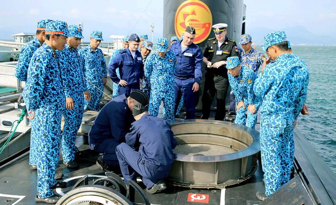 Hải quân Việt Nam- Hải quân Liên bang Nga: Luyện tập cứu hộ, cứu nạn tàu ngầm - Ảnh 3.