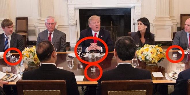Cách thể hiện quyền lực không lời của TT Trump: Đến thứ ít ai để ý cũng phải to vượt trội hơn người khác - Ảnh 9.