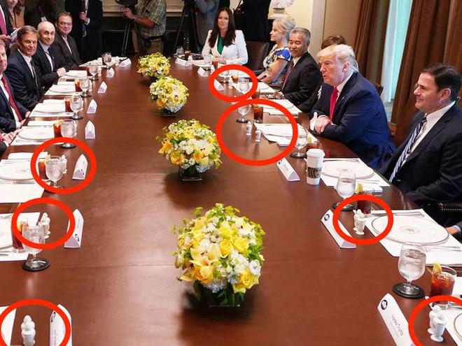 Cách thể hiện quyền lực không lời của TT Trump: Đến thứ ít ai để ý cũng phải to vượt trội hơn người khác - Ảnh 17.
