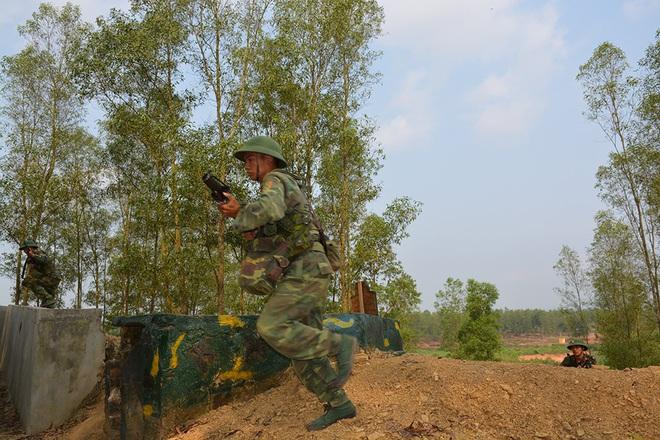 Chiến trường K: Quân Polpot dùng chiến thuật nguy hiểm - Quân tình nguyện VN gặp khó trên chốt S'nuol - Ảnh 2.