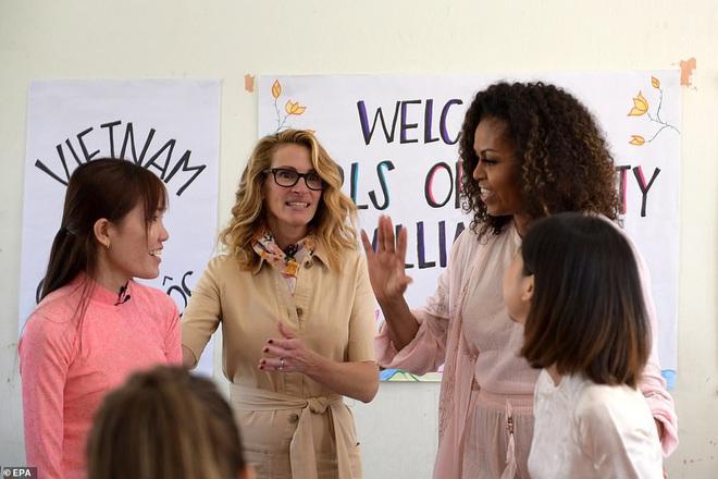 Bà Michelle Obama động viên nữ sinh Việt nỗ lực học tập: Giáo dục là sức mạnh, tiếng nói và cơ hội - ảnh 1