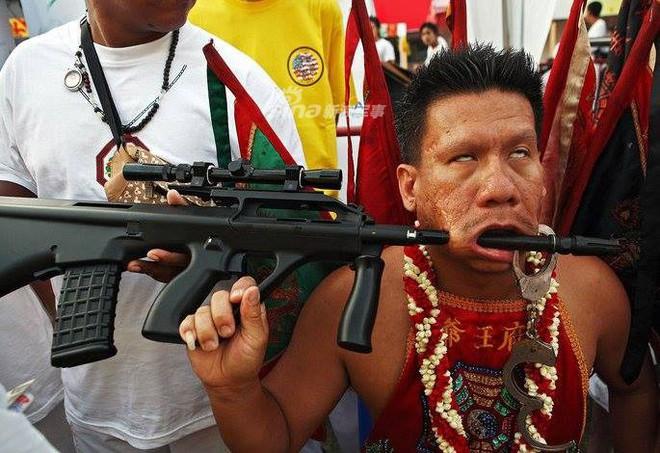 Những màn hành xác với súng kinh hoàng nhất thế giới - Ảnh 3.