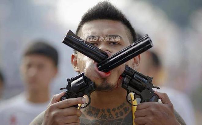 Những màn hành xác với súng kinh hoàng nhất thế giới