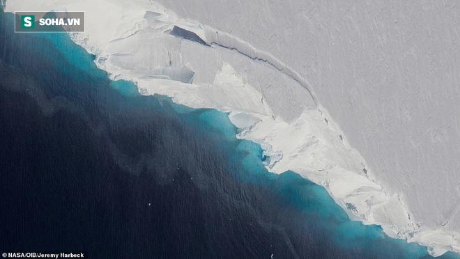 Bí ẩn lỗ hổng nuốt chửng 14 tỷ tấn băng trên dòng sông nguy hiểm bậc nhất thế giới - Ảnh 1.