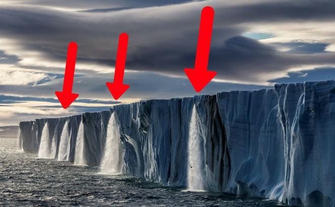 """Bí ẩn lỗ hổng """"nuốt chửng"""" 14 tỷ tấn băng trên dòng sông nguy hiểm bậc nhất thế giới"""