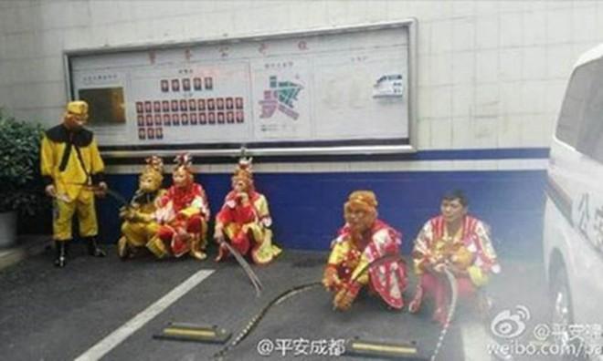 Hành hung dã man du khách, Tôn Ngộ Không và Trư Bát Giới bị bắt - Ảnh 2.