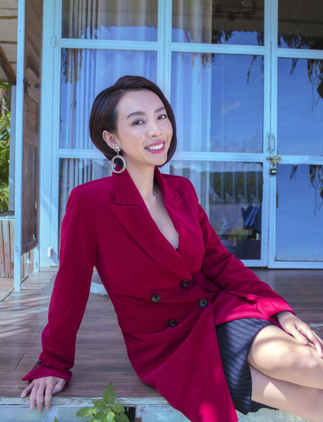 Hoa hậu hài Thu Trang khoe vẻ gợi cảm, mặn mà dịp đầu năm - Ảnh 16.
