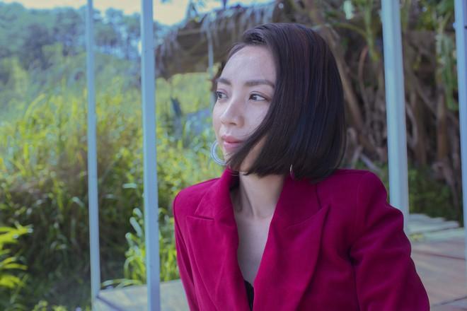 Hoa hậu hài Thu Trang khoe vẻ gợi cảm, mặn mà dịp đầu năm - Ảnh 15.