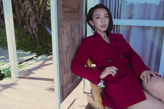 Hoa hậu hài Thu Trang khoe vẻ gợi cảm, mặn mà dịp đầu năm - Ảnh 14.