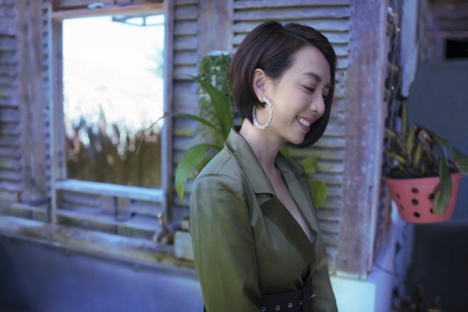 Hoa hậu hài Thu Trang khoe vẻ gợi cảm, mặn mà dịp đầu năm - Ảnh 8.