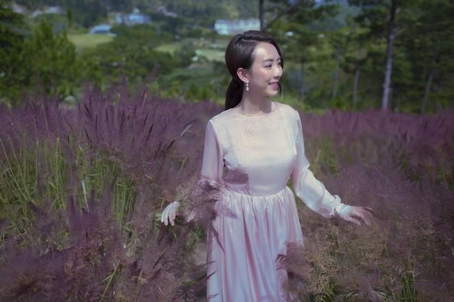Hoa hậu hài Thu Trang khoe vẻ gợi cảm, mặn mà dịp đầu năm - Ảnh 2.