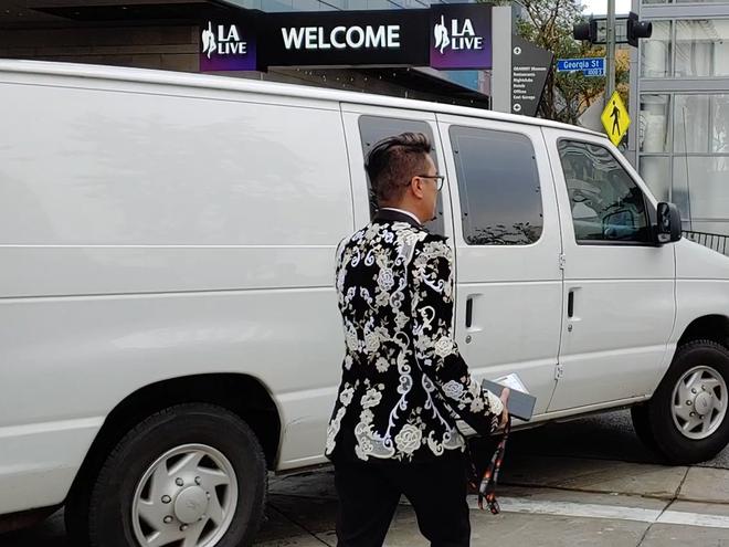 Đàm Vĩnh Hưng mặc hàng hiệu sang chảnh, bất ngờ xuất hiện tại lễ trao giải Grammy 2019 - Ảnh 5.