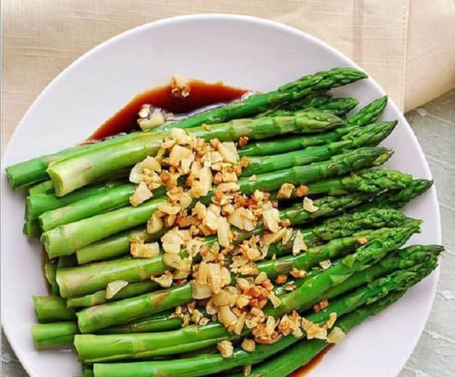 Đúc kết từ chuyên gia: 9 thực phẩm tốt đầu bảng để chăm sóc sức khỏe, đầy đủ dinh dưỡng - Ảnh 2.