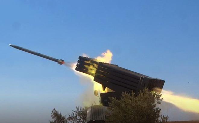 Pháo binh tên lửa Syria tiếp tục cuộc đấu với Hồi giáo cực đoan ở Hama, Idlib