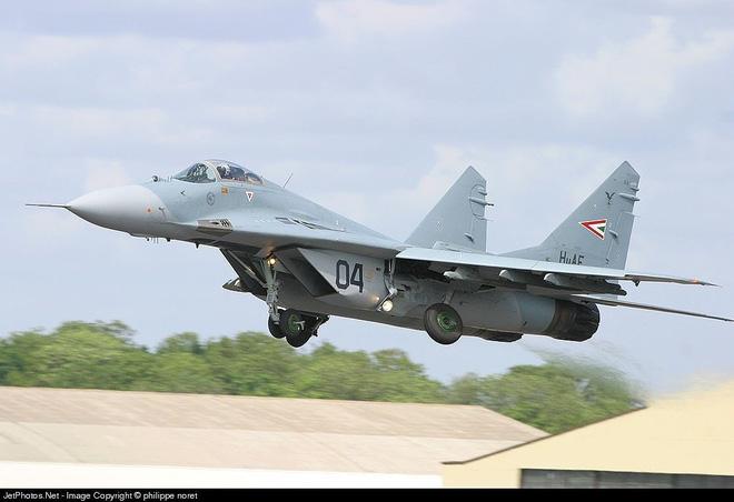 [ẢNH] Hungary bán thanh lý cả phi đội tiêm kích MiG-29 với giá rẻ như cho - Ảnh 12.