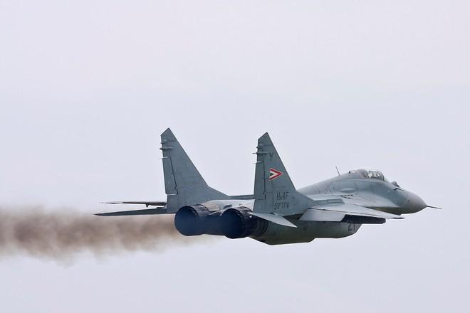 [ẢNH] Hungary bán thanh lý cả phi đội tiêm kích MiG-29 với giá rẻ như cho - Ảnh 14.