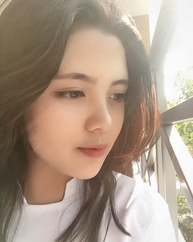 Báo Trung phát sốt về một nữ sinh Việt mặc áo dài, khen ngợi nhan sắc xinh đẹp đủ tầm tham gia showbiz - Ảnh 4.