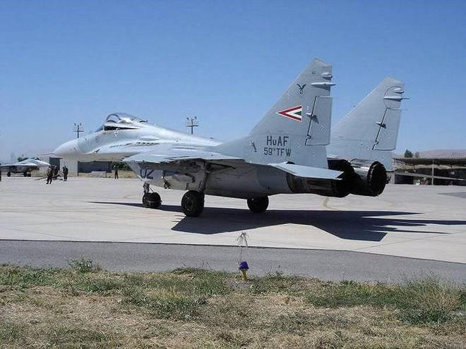 [ẢNH] Hungary bán thanh lý cả phi đội tiêm kích MiG-29 với giá rẻ như cho - Ảnh 8.