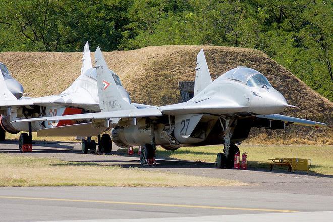 [ẢNH] Hungary bán thanh lý cả phi đội tiêm kích MiG-29 với giá rẻ như cho - Ảnh 10.