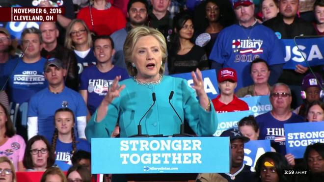 """Tổng thống Trump """"nhái"""" khẩu hiệu tranh cử của bà Hillary Clinton - Ảnh 1."""