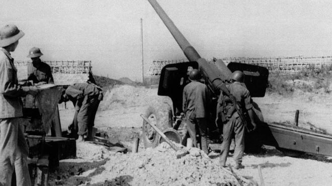 Chiến tranh BGPB 1979: Tiếng xích sắt nghiến khuấy động không gian, Việt Nam sẵn sàng phản công lớn - Ảnh 2.
