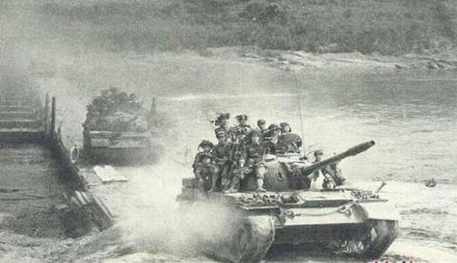 Chiến tranh biên giới 1979: Dù chiến thuật biển người hay biển xe tăng, Trung Quốc đều thảm bại - Ảnh 1.