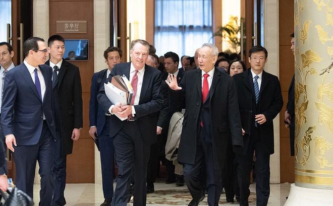 """Hứa thật nhiều: """"Sợi dây thòng lọng"""" treo lơ lửng trên bàn đàm phán thương mại Trung-Mỹ"""