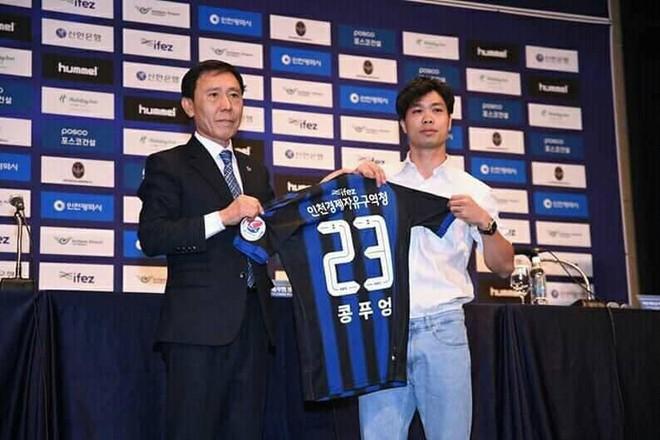 Ngày ký hợp đồng với Incheon United, Công Phượng nhắn nhủ một điều đến fan quê nhà - Ảnh 2.