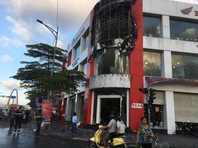 HEAD Honda ở Đà Nẵng xảy cháy trong ngày Vía Thần Tài  - Ảnh 1.