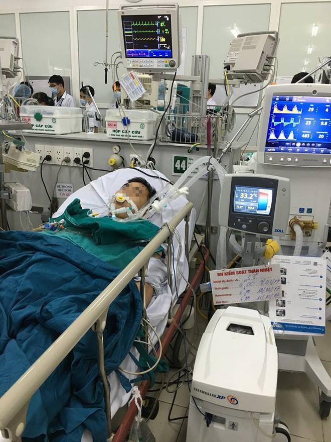 Bác sĩ kể chuyện suốt 3 tiếng thực hiện sốc tim cứu bệnh nhân - Ảnh 2.