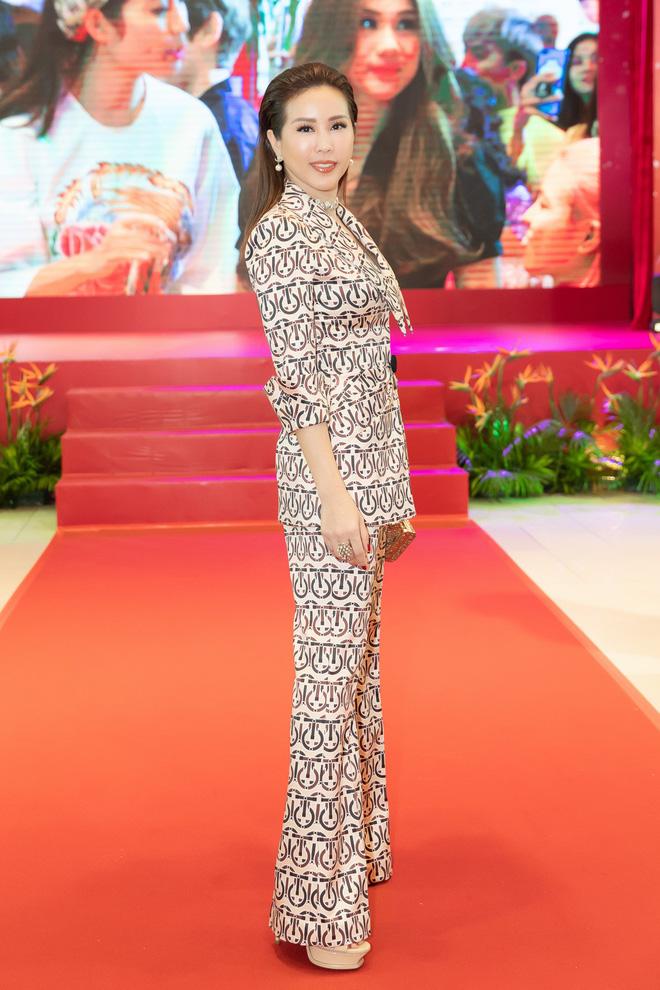 Hoa hậu Thu Hoài diện mốt xẻ sâu quyến rũ - Ảnh 6.