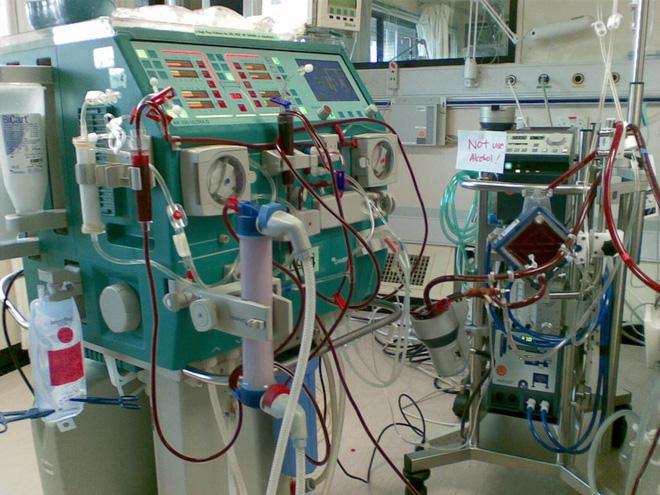 Bác sĩ kể chuyện suốt 3 tiếng thực hiện sốc tim cứu bệnh nhân - Ảnh 1.