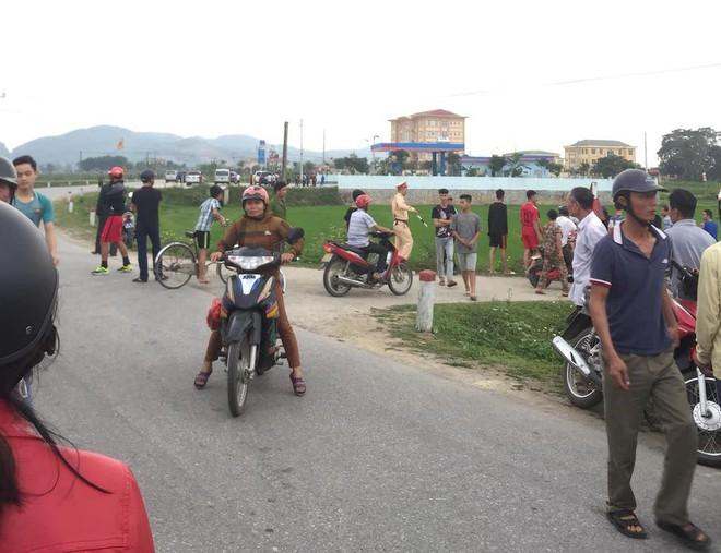 Cảnh sát vây bắt nhóm vận chuyển ma túy cố thủ: Đối tượng cuối vứt súng và lựu đạn đầu hàng - Ảnh 4.