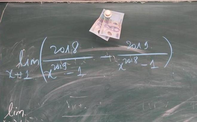 """Học sinh lười lên bảng trả bài, thầy giáo ra chiêu """"độc"""" khiến dân mạng rần rần chia sẻ"""