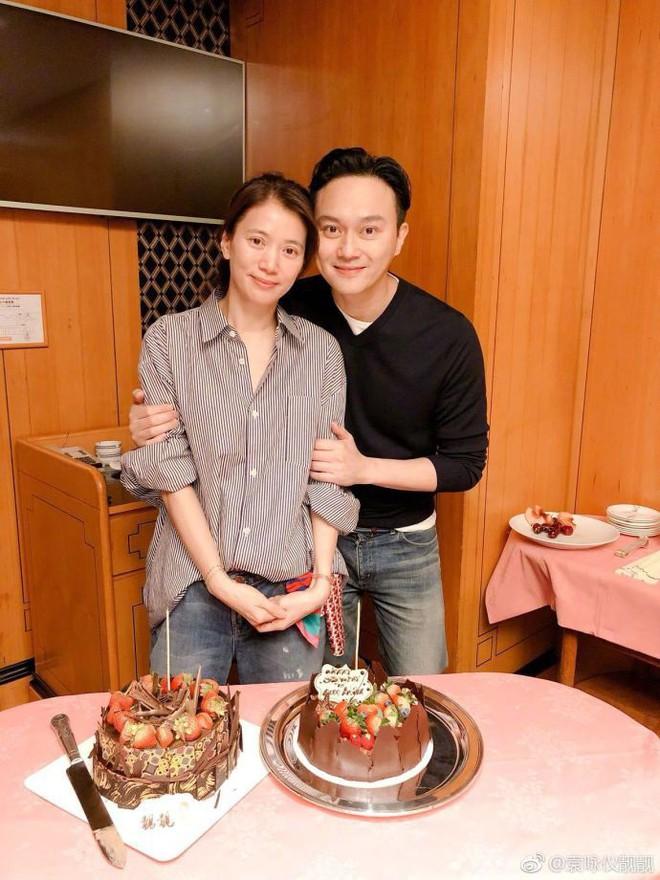 Cưới 18 năm vẫn ngọt ngào như thuở ban đầu, Trương Trí Lâm - Viên Vịnh Nghi khiến dân tình ghen tị vì quá mùi mẫn - Ảnh 3.